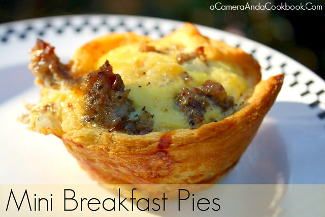 Mini Breakfast Pies - Looking for an easy breakfast that you can take on the go?  I love these Mini Breakfast Pies.  They're are easy and can easily be made, refrigerated in a ziplock bag, and warmed up every morning.